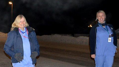 PÅ NATTEVAKT: Birgit Finstad og Mia Høiberg jobber nattevakter i hjemmesykepleien på Østre Toten. De er vant til et rikt dyreliv langs veiene, men var ikke helt forberedt på å finne en mann i veikanten nattestid.