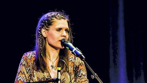Synger: Cathrine Witzøe deltok på den store julekonserten i Ås kulturhus i desember. FOTO: BONSAK HAMMERAAS