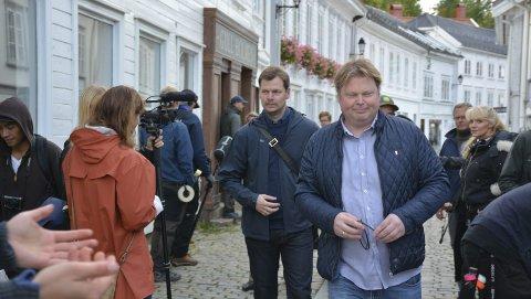 Location: For forfatter Jørn Lier Horst er det ikke hverdagskost at bøkene hans blir film. Tirsdag var han og illustratør Hans Jørgen Sandnes i Tvedestrand.