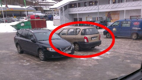 ETTERLYSES: Denne bilen tror politiet ble brukt etter ranet av Gullhjørnet i Trysil sentrum.