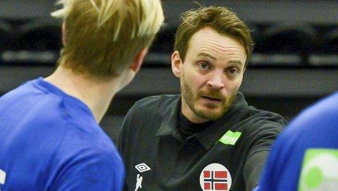 LOVORD: Landslagstrener Christian Berge har stor tro på Magnus Fredriksen.