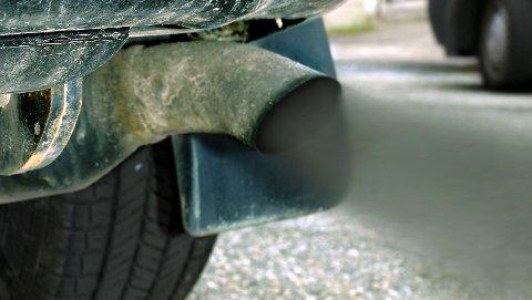 HENGER SAMMEN: Økt fart gir økt forbruk av drivstoff. Frp er ikke noe miljøparti, hevder artikkelforfatteren.