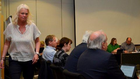 FORESLO HALVERING: Fylkesråd Aasa Gjestvang (Sp) fremmet forslaget om å halvere varigheten av omstillingsordningene for de ansatte i den nye fylkeskommunen fra ti til fem år. (Foto: Bjørn-Frode Løvlund)