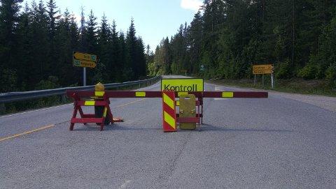 ÅPEN PÅ DAGTID: Ved grenseovergangen ved Riksåsen vil det være åpent på dagtid mellom 08-15.30. Reisende som kommer hit, vil bli henvist til Magnormoen for testing.