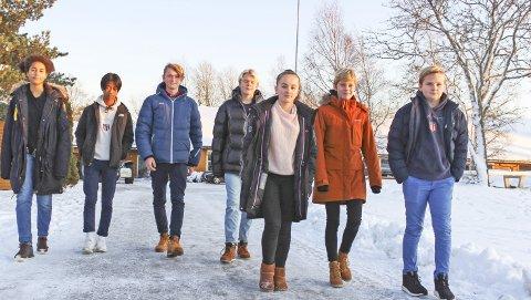 Vil ha egen og ny ungdomsskole: For Alysa Lien (9. trinn), Nanthawat Chaloeisat (9. trinn), Oskar Lia Haaseth (10. trinn), Torjus Strømmen-Bjerga (8. trinn), Celine Erlingsen Fridheim (8, trinn), Tale Monge Heimdal (8. trinn) og Jacob Røseth (8. trinn) i elevrådet er det viktig at ungdomsskolen blir liggende på Tjøme, på Haug, og blir moderne. Foto: Nina T. Blix