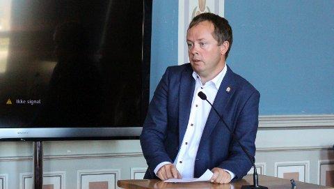 LEGE: Ordfører Kåss er lege, men halverer legevaktbudsjettet.