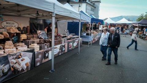 Det blir internasjonalt matmarked i sentrum av Mo i Rana også i år. Bildet er fra i fjor.