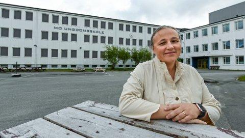 - I løpet av uke 38 og uke 39 skal vi tilby vaksinering til alle elevene hos oss. Jeg håper at flest mulig elever tar koronavaksinen, sier rektor Kari Edvardsen ved Rana ungdomsskole.