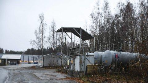 Selges: Kommunen tilbys å kjøpe tilbake denne tomten i Industrivegen i Moelv, nabotomt til Satema.