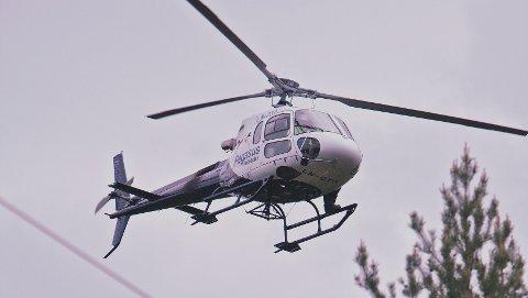 – Helikopteret flyr i forholdsvis lav høyde og med sakte fart, og på grunn av støy kan dyr reagere på dette, forteller fagansvarlig Åge Øibakken i Eidsiva Nett. Pressefoto.