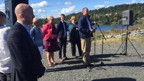 Samferdselsminister Ketil Solvik-Olsen mener Ringeriksbanen vil integrere Ringeriksdistriktet i hovedstadregionen.