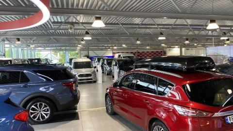 HVA KOSTER DET? Økonomi teller tungt når nordmenn skal kjøpe bil. Samtidig er det forskjeller mellom kjønnene her.