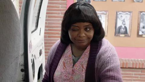 HJELPSOM MEN SKUMMEL: Ma har Oscar-vinnende Octavia Spencer (Hushjelpen i 2012) i den bærende rollen som skumle Ma, som en du bør holde deg unna. Handler alkohol for ungdommen, og har en partykjeller de kan bruke...