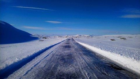 NÅ: Slik så veien ut tidligere idag - tirsdag. Imorgen kan folk i Tinn kjøre turen over til Numedal via Tessungdalen. (foto : privat)