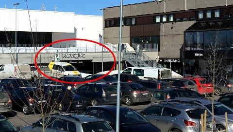 DRAMTISK: Påkjørselen fant sted i et av p-husene som tilknyttet kjøpesenteret. FOTO: VIDAR SANDNES