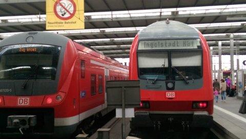 Høydeforskjellen på én- og toetasjers tog i Belgia. Bildet er tatt av De Grønnes Harald Moskvil, som er på togferie i Europa.