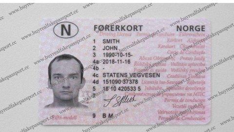 SVINDEL: Slik illustreres tilbudet om falske førerkort på Facebook. Skjermdump: Facebook