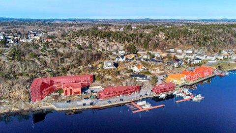TIDENES DYRESTE: Transaksjonen på Stub er den største i Sandefjord i nyere tid. Prisantydningen var 180 millioner kroner. På illustrasjonen er de seks bygningene markert med rødt/orange. Den gule bygningen eies av Cosmic Bygg.