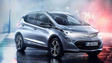 Opel har truffet blink med sine nye elbil Ampera-e. De første norske kundene får sin bil i juni, mens de som bestiller nå trolig må vente i over et år.