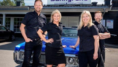 Sanngrund Servering & Overnatting med Arne Udnesseter (f.v.), Betty Udnesseter, Beate Ferger og Freddy Ferger, er vinnerne av NAF-magasinet Motors kåring av Årets veimat i 2018.
