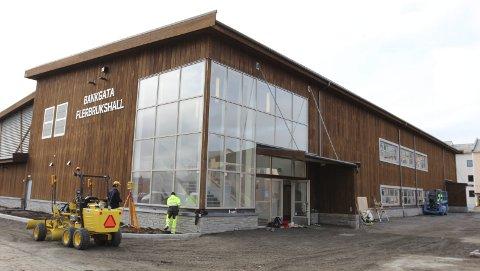 HALLMODELL: Idrettshallen i Hobøl planlegges bygd i massivtre. Denne hallen i Bankgata i Bodø ligner på det man ser for seg i Hobøl. Bygget er i hovedsak en ren trekonstruksjon.