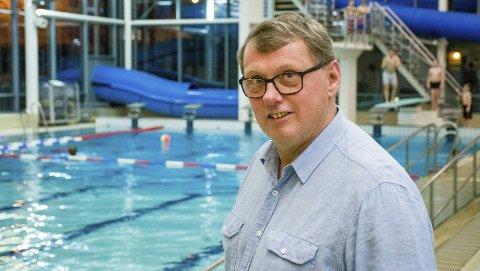 Daglig leder i Østfoldbadet, David Koht-Norbye, frykter at badet må stenge igjen.