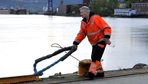 Havnearbeiderne i Drammen vil legge ned arbeidet i en politisk streik onsdag. Det vil også havnearbeiderne i sju andre havner gjøre. Foto: Roy Ervin Solstad, Transportarbeideren/ANB