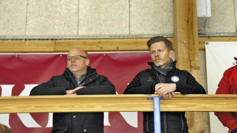 Omvisning: Knut Bråthen viste fram Skien Ishockeyklubb til hockeypresident Tage Pettersen på søndag.