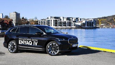 FAMILIE-SUV: Elbilen Skoda Enyaq er en bil for hele familien. Stor plass, god rekkevidde og konkurransedyktige prisen gjør at bilen kan bli en hit i år.foto: fredrik strøm