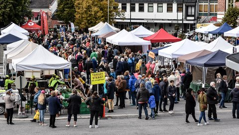 Høstmarkedet på Notodden Torg samlet over 1000 mennesker i løpet av lørdagen.
