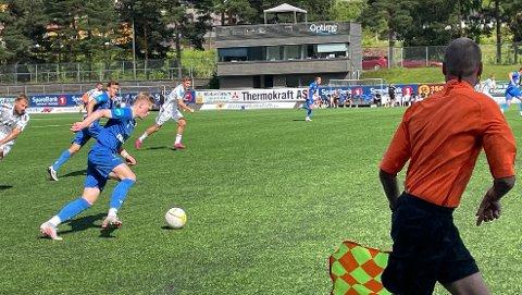 Notodden-angrepet i et godt driv i første omgang. Jørgen Voilås på et løp.