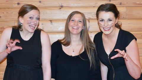 TriOpera er både muntre og seriøse. Frå venstre Maria Moen Nohr (mezzosopran), Hedda Hansen Berg (klaver) og Sigrid Vetleseter Bøe (sopran).