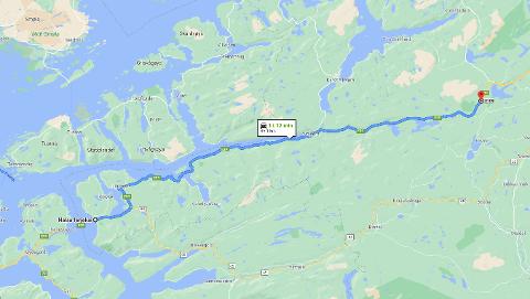 14.353 kjøretøy måtte stå over en eller flere ferger på Halsa - Kanestraum i fjor. Det tilsvarer en kø fra Halsa fergekai som strekker seg forbi toppen av Hemnekjølen.