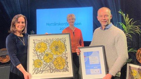 Glade vinnere: Anne Berit Støyva Emblem (Sunnmøre friluftsråd) og Ola Fremo (Nordmøre og Romsdal friluftsråd). I midten ser vi fylkesordfører Tove-Lise Torve.