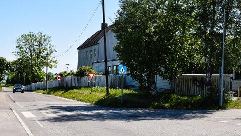 SLUTTFØRES: Langs Narverødveien ved siden av Husvik skole kommer det nytt gang- og sykkelfelt.