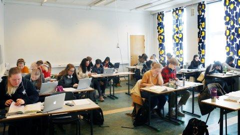 EKSTRA INNSATS: Lørdag møtte 50 elever fra Kongsbakken opp på skolen før å forberede seg ekstra godt til matematikktentamen.