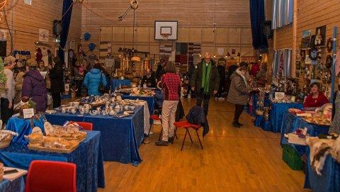 Helga 23. og 24. november er det tradisjon tru duka for Førjulsmarknad i Øye i Vang i Valdres, og marknadsvertane Elisabeth Sparstad og ordførar Vidar Eltun ynskjer deg velkomen.