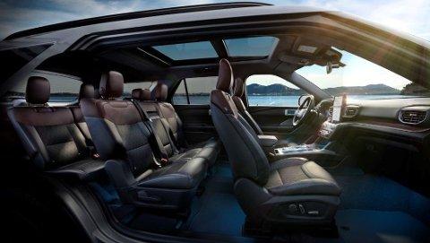 Ford Explorer er over fem meter lang og to meter bred, her er det også svært god innvendig plass.