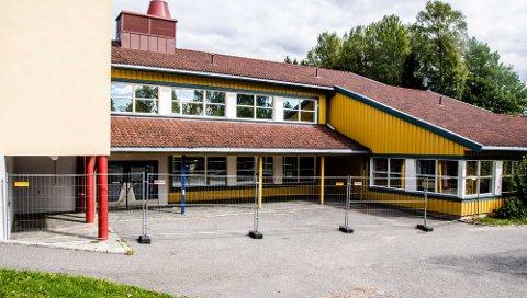 Nordby skole er delvis avstengt for undersøkelser etter brannen lørdag kveld.