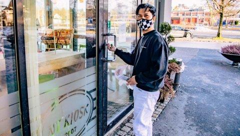 På slaget 12 stengte Tuan Nguyen døren til NT-kiosk med nøkkel. Han håper at kundene finner tilbake når kiosken åpner igjen.