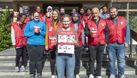 Iver: Elevene ved helsefag med Stine Berset Østby i spissen skal samle inn penger til forsking rundt Alzheimer og demens.