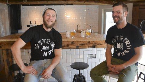 Utvider: For et par måneder siden åpnet Oosterrisjen-gutta Thomas Göetz (til venstre) og Knut Snorre Lyngaas pub på Buene. Nå har de sagt ja til å drive restaurant Bakgården i sommer.foto: Arkiv/hans petter bjerva