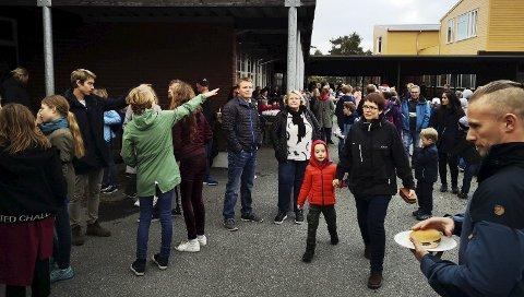 I ettermiddag inviterer Risør barneskole til nok et høstmarked. Her kan du sikre deg flere skatter, samt spise deg mett, og vel så det. Bildet er fra fjorårets marked.