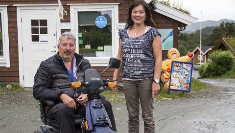 Jostein Konglevoll og Vibeke Konglevoll, har drive campingplassen på Lindås sidan 1991. Etter at koronaviruset kom til Norge veit dei ikkje korleis drifta framover vil bli.