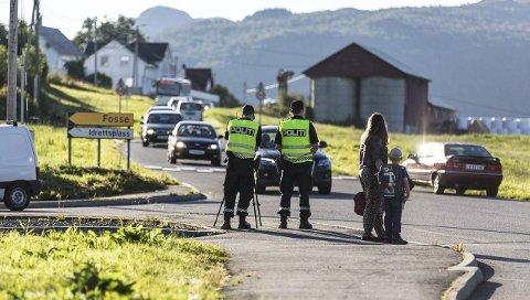 Illustrasjonsfoto frå då politiet hadde kontroll på Frekhaug ved skulestart i 2019.