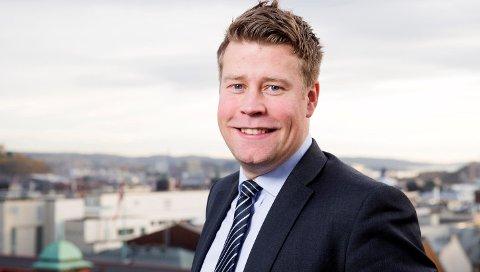 Politisk rådgiver Elnar Remi Holmen (FrP) i Olje- og energidepartementet blir ny politisk rådgiver for NHO Nordland.