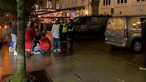 En mann tidlig i 20-årene fikk et kutt på haken etter et slagsmål i Vestre Torggaten like før midnatt fredag.