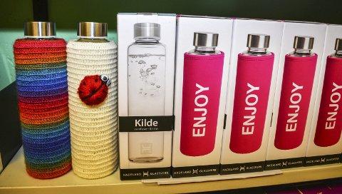 PRODUKT: Disse flaskene fra Hadeland Glassverk er Pure UB sitt produkt.