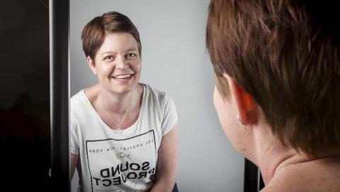 Fornøyd: Stine M. Carlsen angrer ikke på at hun valgte å legge seg under kniven for brystreduksjon og mageplastikk. – Jeg har merket veldig stor forskjell på hvordan jeg har det, sier hun. foto: Christine Heim
