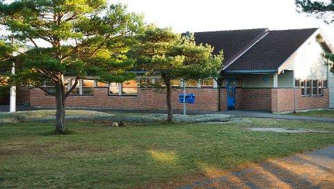 En ung gutt fremsatte en trussel mot Hvaler ungdomsskole onsdag kveld.